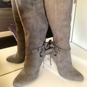 Long boots light gray